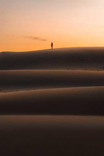残阳戈壁自然景物图片
