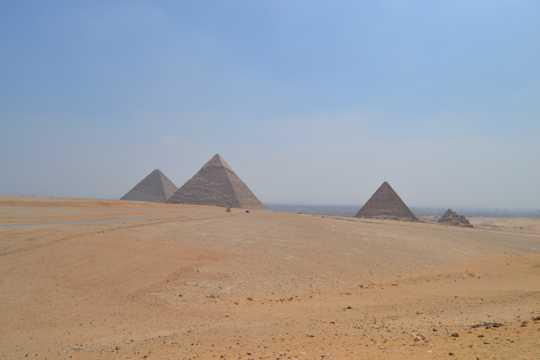 大漠金字塔图片