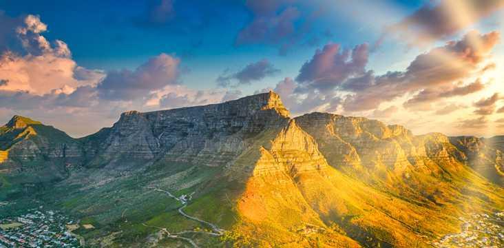 峰峦朝阳唯美图片