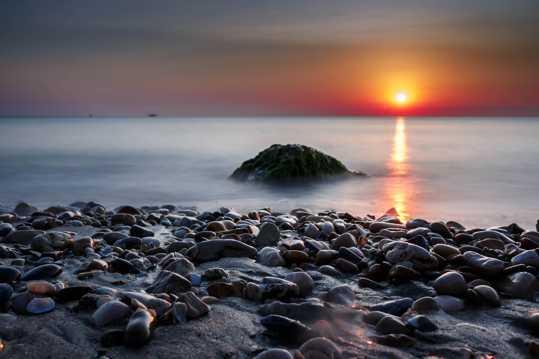 清晨海滨朝阳唯美图片