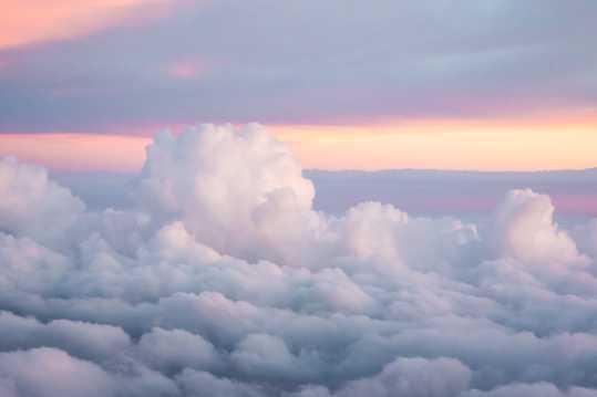 空中的云朵高清图片