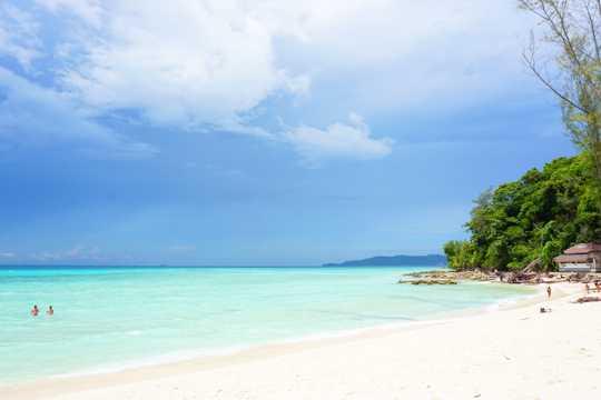 泰国皮皮岛海滨景物图片