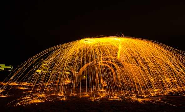 火树银花的光晕夜景图片