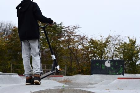 火花, 滑板车, 秋天