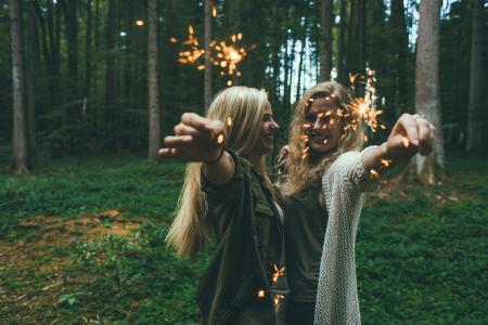 女孩, 电光花, 烟花, 庆祝活动, 快乐, 人, 年轻
