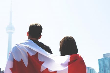 加拿大国旗夫妇