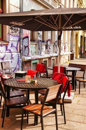 小酒馆, 道路, 表, 椅子, 阳伞, 房屋墙, 莱比锡