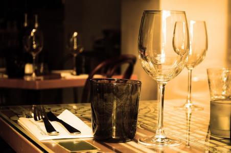表, 餐厅, 家具, 玻璃, 葡萄酒, 饮料, 餐具