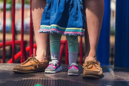 爸爸和婴儿鞋