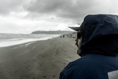 男子, 穿着, 蓝色, 连帽衫, 海边, 海滩, 云计算