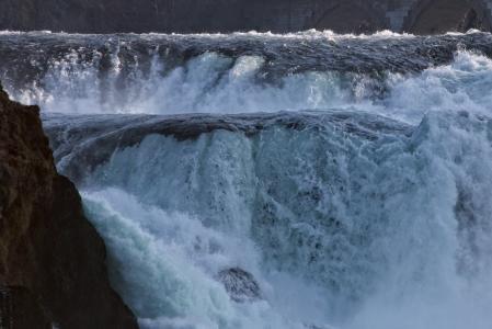 莱茵河瀑布, 水质量, 咆哮, 洪水, 诺伊豪森是 rheinfall, 瑞士, 瀑布