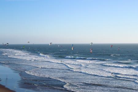 海浪风筝冲浪