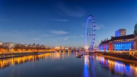 夜幕里的伦敦眼