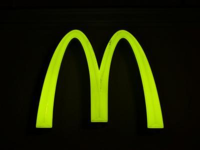 盾牌, 广告符号, 霓虹灯, 广告, 麦当劳, 霓虹灯绿, 绿色