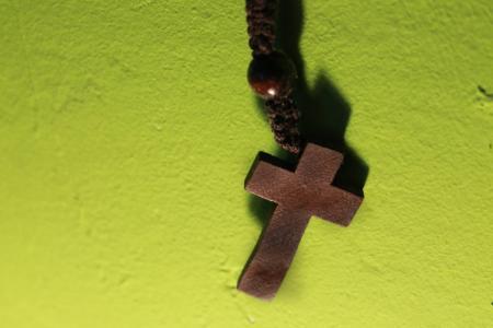十字架, 木制的十字架, 祷告链, 念珠, 基督教, 信心