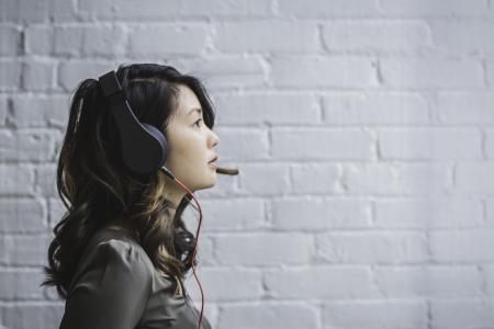 听音乐的女人