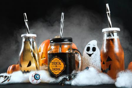 万圣节有雾的饮料