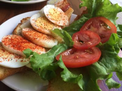 牛角面包, 早餐, 鸡蛋, 番茄, 生菜, 食品, 早上