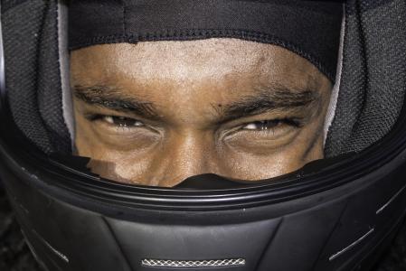 年轻的黑人男子, 非洲裔美国人, 驱动程序, 头盔, 年轻, 男性, 人