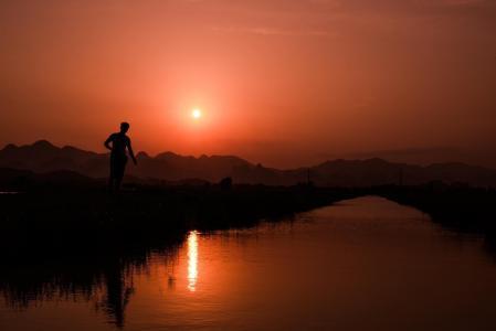 猎人, 在下, 日落