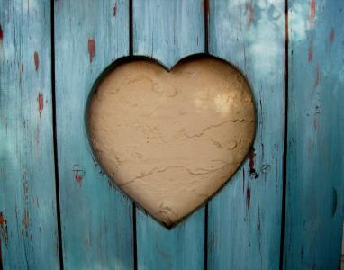 切口形状, 心, 快门, 木材, 绿松石, 墙上, 奶油色