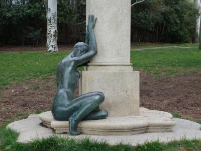 雕塑, 妇女, 青铜器, 双膝, 武器, 公园, 绿色
