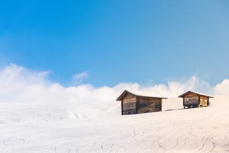 两个, 木制, 房屋, 蓝色, 阳光明媚, 天空, 山