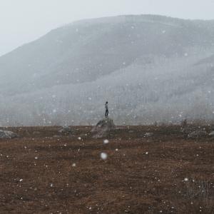 山, 人, 雪, 独奏