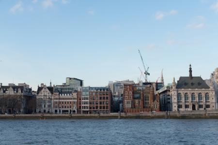 伦敦河大厦